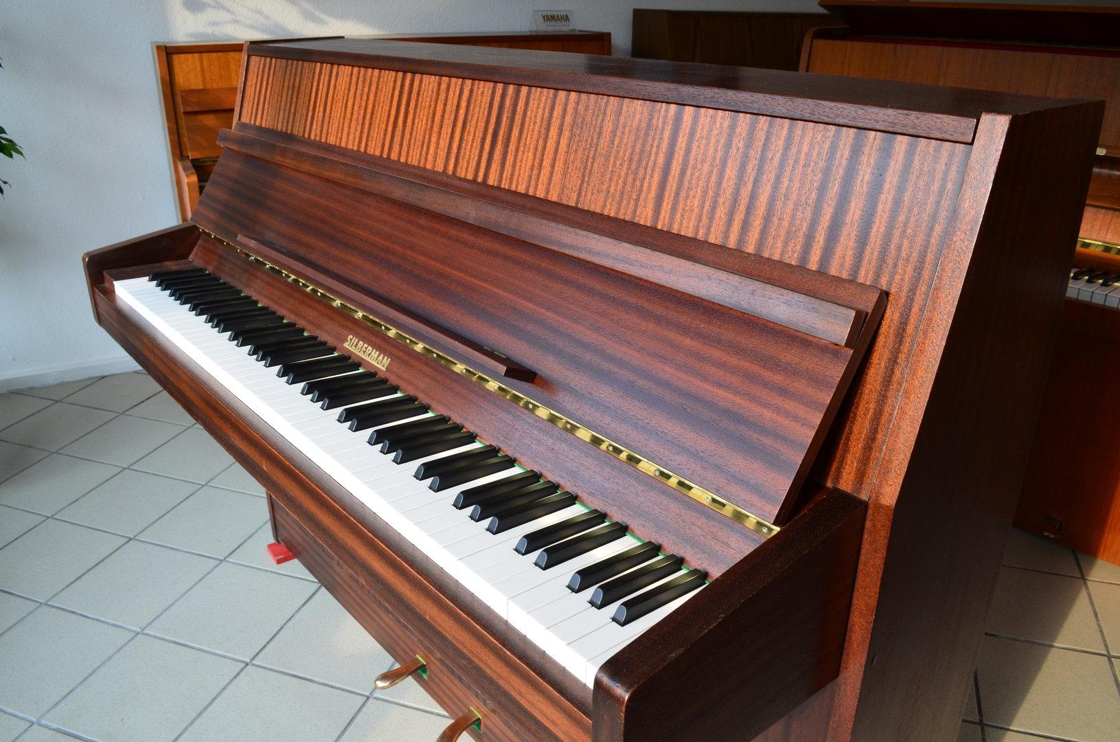 markenklaviere ab 599 silbermann klavier. Black Bedroom Furniture Sets. Home Design Ideas